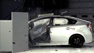 2014-2016 Toyota Prius Hybrid/Plug-In IIHS Narrow-Overlap Crash Test