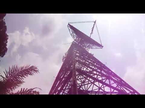 une balade sur une parabole en ruine lambarene Gabon