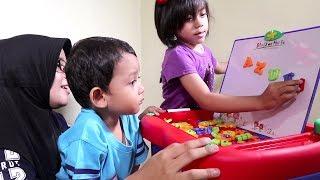 Yaya Dapat Meja Belajar Mainan Yang Bagus Banget Dari 7L Toys ! Bisa Jadi White Board Juga Loh