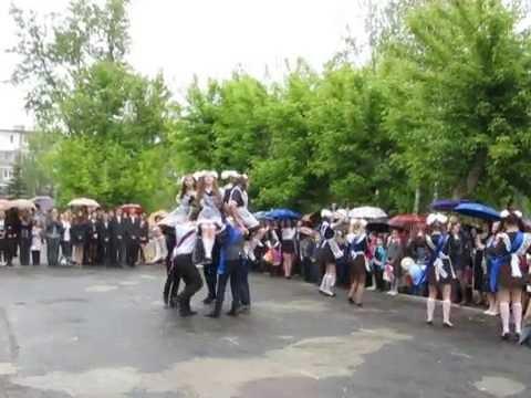 Танец выпускников на последнем звонке СОШ №2 г. Сельцо, Брянская область