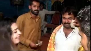 Download Video Khoobsurat Pakistani Pashtu Haseena ka Masti Bhara Dance(Mujra)_HIGH.mp4 MP3 3GP MP4