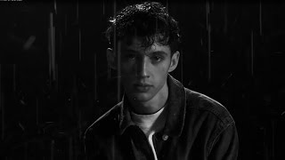 """Troye Sivan Debuts POWERFUL """"Heaven"""" Music Video & Pays Tribute To LGBTQ Activism"""