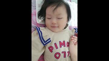 [육아일상]8개월아기 낮잠 자는데 새옷으로 갈아입힘...절대안깨넹
