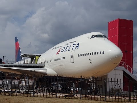 The first-ever Boeing 747-400: 4-min tour
