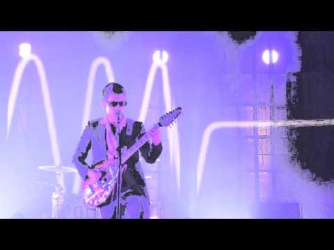 Arctic Monkeys - Do I Wanna Know? (HD) - Roundhouse - 09.09.13