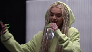 Zhavia - Candlelight and Deep Down (Live Performance)