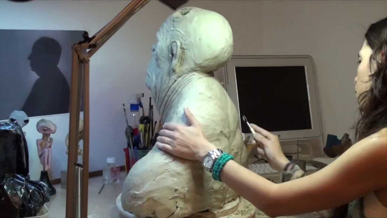 Sculpting a creature. Time lapse: 19 hours to 3 minutes (HD).