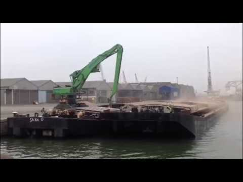 SENNEBOGEN - Port Handling machine 860 handling dry cargo in