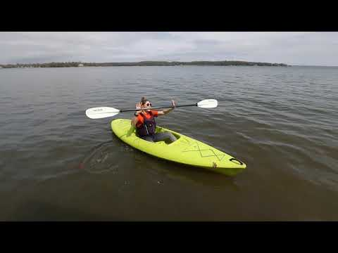 How to Properly Hold a Kayak Paddle