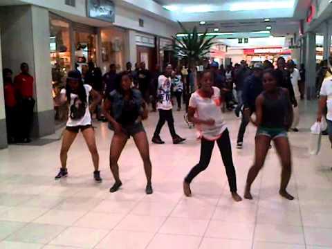 FlashMob or FlashDance of Girls Students at  Ikoyi, Lagos, Nigeria, Africa.