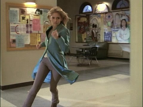 Buffy - Sarah Michelle Gellar fighting