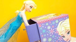 Эльза открывает сюрпризы и играет с игрушками. Игрушкин ТВ