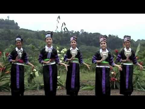 Cacao Video 4 French Guiana Hmong dancer
