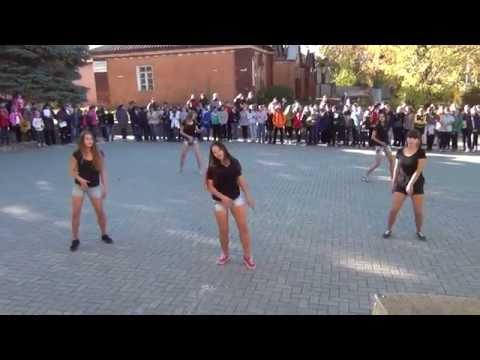 Видео: Флешмоб 11-Б класса 2015