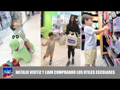 Natalie Vertiz y Liam comprando los útiles escolares