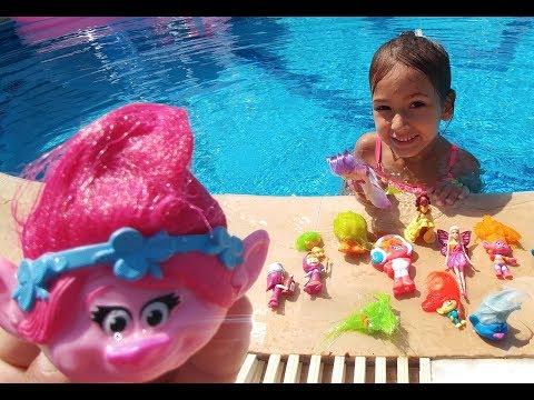 Troller, maşa, barbie peri hepsi büyük havuzda yarışmalar , eğlenceli çocuk videosu