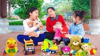Mẹ Không Cho Con Ra Ngoài Chơi ❤ Chia Sẻ Đồ Chơi Với Bạn - Trang Vlog