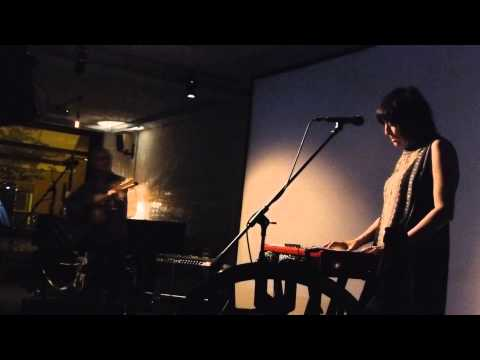 Damon & Naomi - Listen, The Snow Is Falling - Cafe Oto, London, 18 May 14