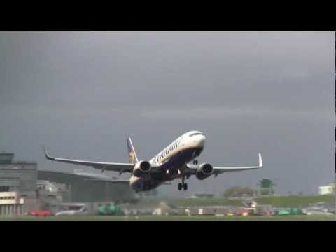 Ryanair Boeing 737-800  Takeoff (with ATC Audio)