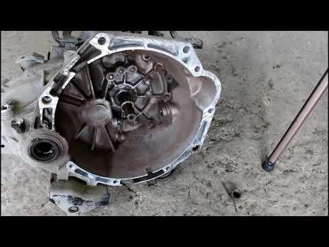Замена сцепления на Киа Пиканто 2012 Kia Picanto 1,0  2часть