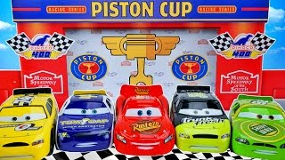 DISNEY PIXAR CARS PISTON CUP RACERS SERIES RACE TRANSFORMING LIGHTNING MCQUEEN RACETRACK
