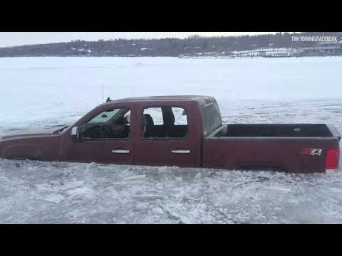 LOOK: Truck becomes half an ice cube in Saskatchewan