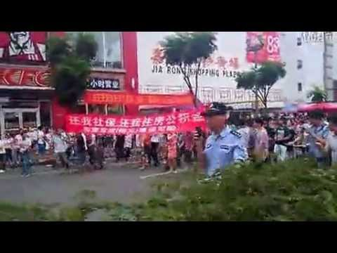 Chinese riot police physically attack peacefully protesting workers 东莞裕元万人罢工