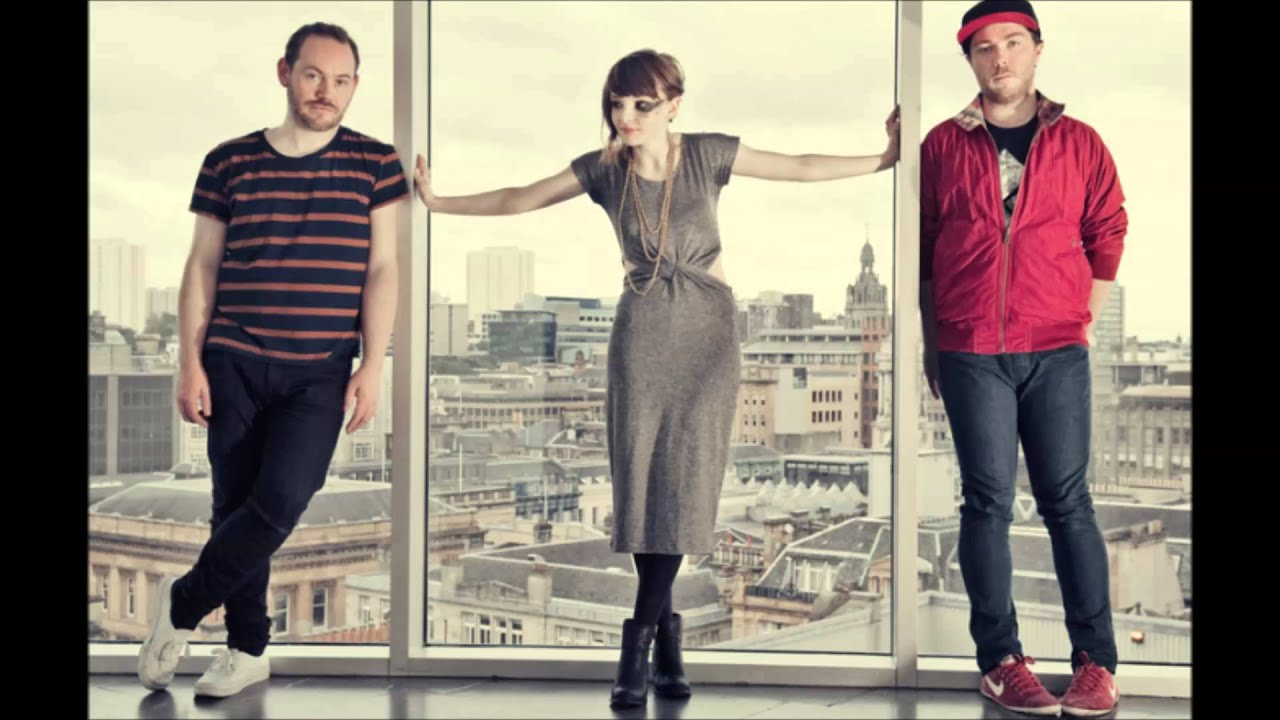 chvrches-you-caught-the-light-anton-eisenfaust