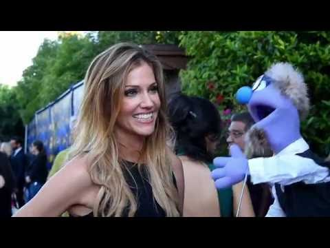 That time beautiful Cylon Number Six, Tricia Helfer, talked to a puppet at The Saturn Awards.