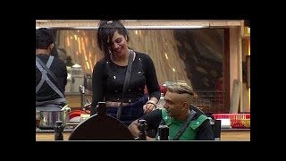 Bigg Boss 11: Arshi touches Akash's PRIVATE parts! |Entertainment| Controversial|