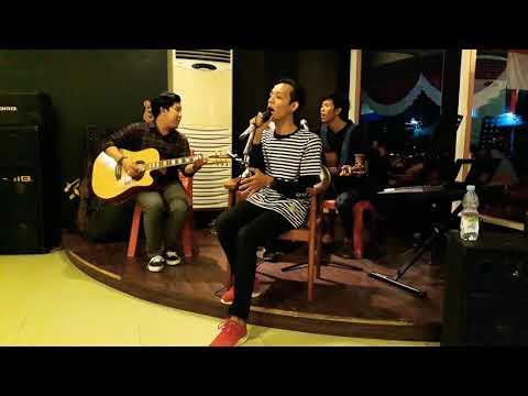 B&FRIENDS - SEKALI INI SAJA (COVER) LIVE AT CLOVERCAFE PONTIANAK