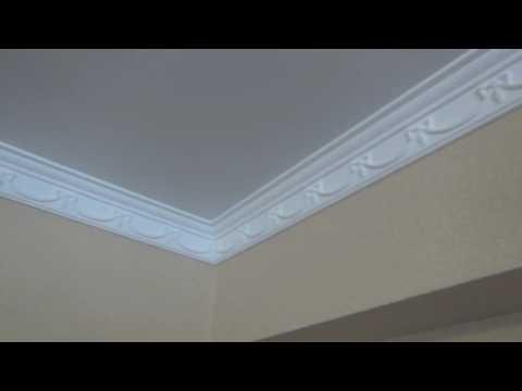 Потолочный плинтус на  натяжной потолок - рабочее решение.