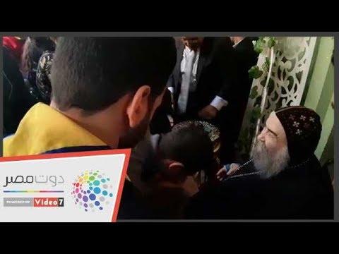مسلمون ومسيحيون يقدمون التهانى لأسقف أسيوط بعد تماثله للشفاء  - 14:54-2019 / 1 / 7