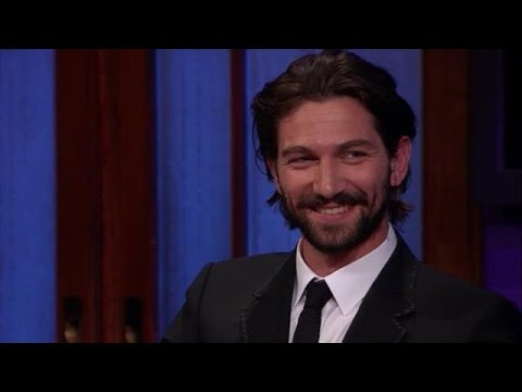 De 'Dutch roots' van Michiel Huisman - RTL LATE NIGHT