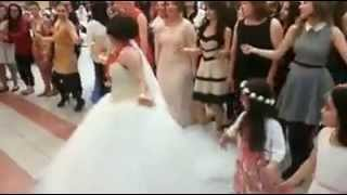 Amazing Turkish wedding dance off