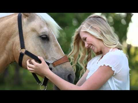 amber-langerud-photography-|-a-girl-&-her-horse-|-country-photoshoot
