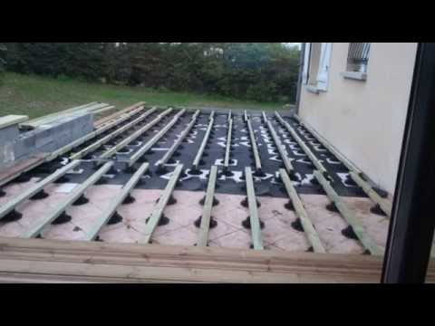 Montage terrasse bois 42m en pin marron sur plots youtube - Terrasse bois sur plot ...