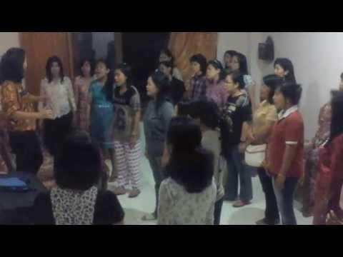 """Pesparawi Ambon 2015: Paduan Suara Wanita Sulawesi Selatan """"Hidup Rukun"""""""