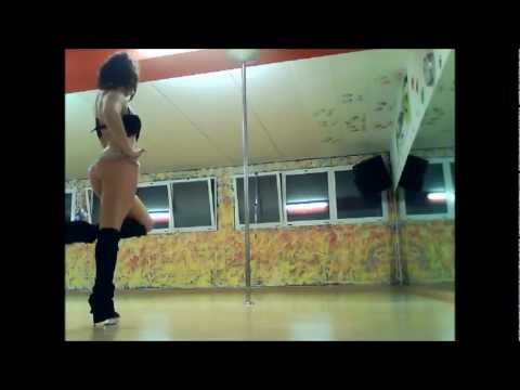 "AryannaPoleDance_pole dance play to Kings of Leon ""I want you"""