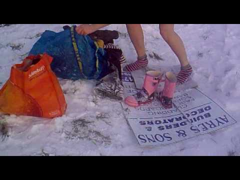 Topless sledging pics — photo 6