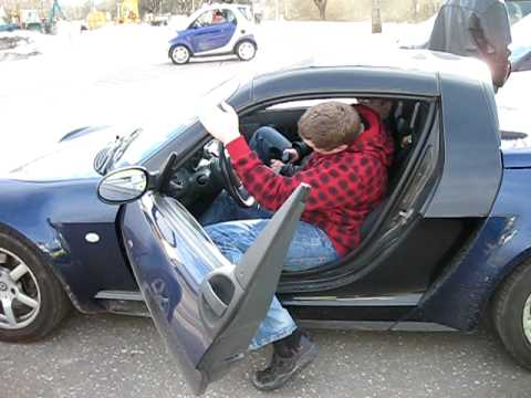 i 39 m trying to get out from smart roadster youtube. Black Bedroom Furniture Sets. Home Design Ideas