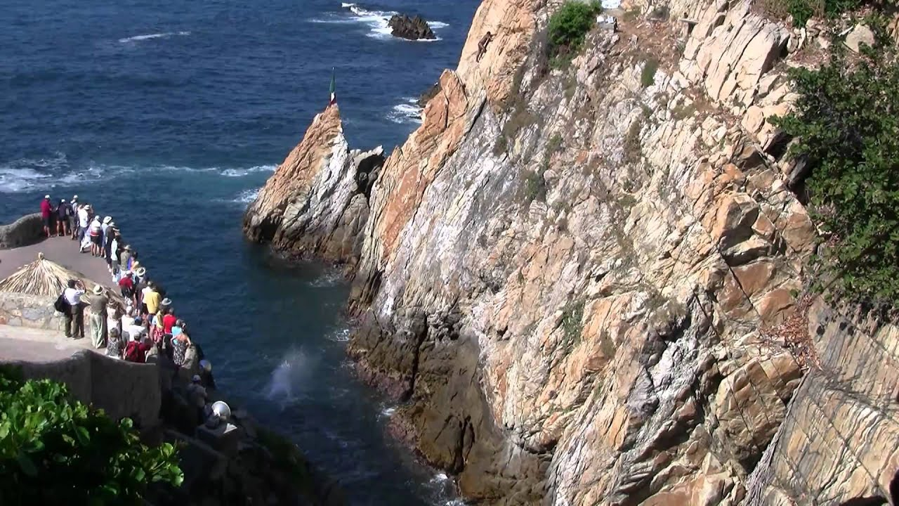 Acapulco Beach And The Amazing Cliff Divers