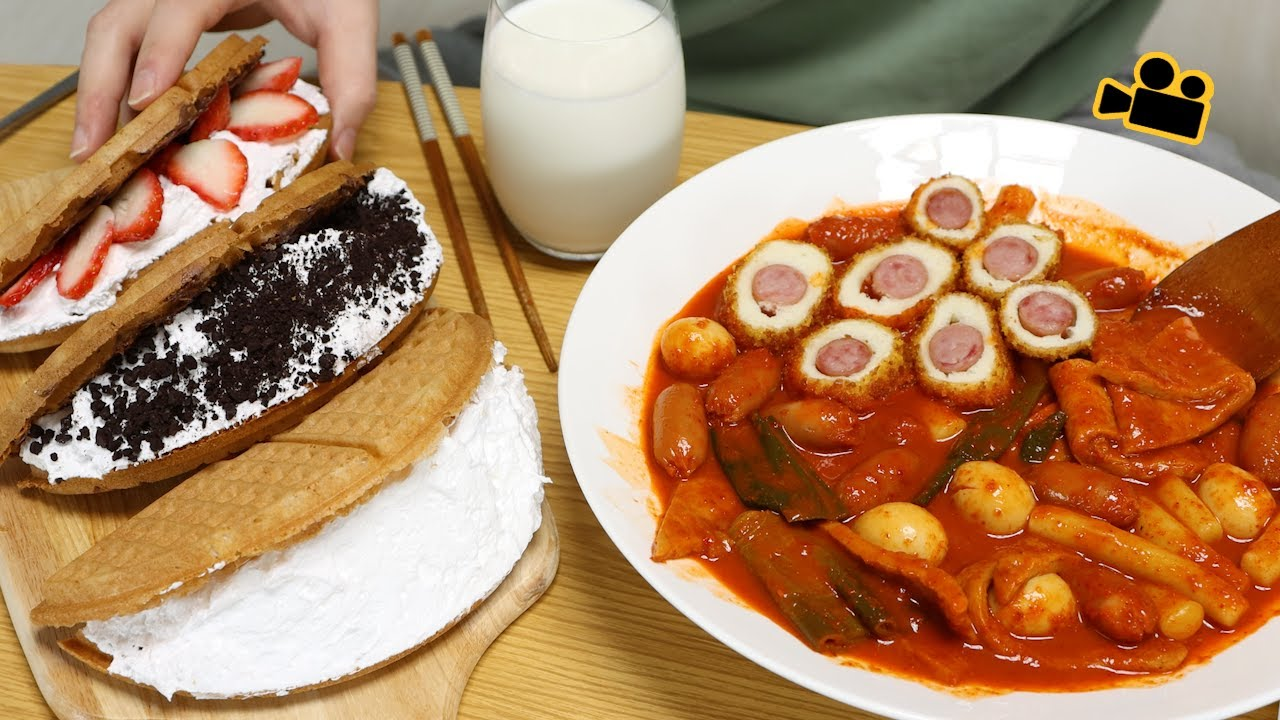SUB 떡볶이엔 와플이죠..Waffles are the best for tteokbokki Cinema Mukbang DoNam 시네마먹방