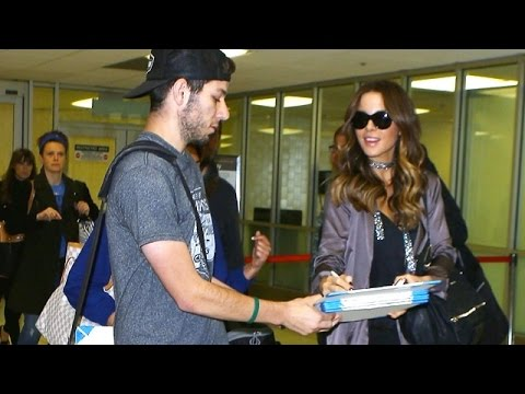 Kate Beckinsale Makes A Lucky Fan's Night At LAX