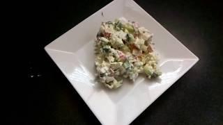 диетический белковый салат с крабовыми палочками.