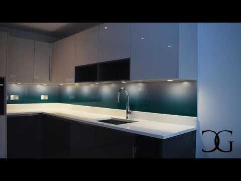 modern-kitchens-with-gradient-design-splashback-from-®creoglass-www.creoglass.co.uk