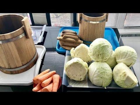 Как солить капусту на зиму в бочке