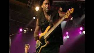 Marcus Miller´s solo with Steve Gadd´s hot grooving