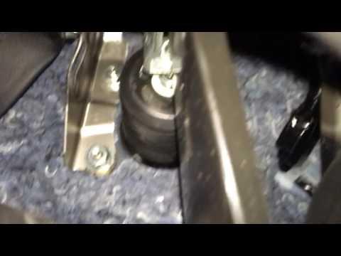 Болтается педаль тормоза в Toyota Сorolla 2016