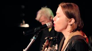 "Suzanne Vega - ""Crack In The Wall"" - Radio Woodstock 100.1 - 4/18/15"